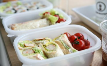 What should you pack for a healthy lunch?